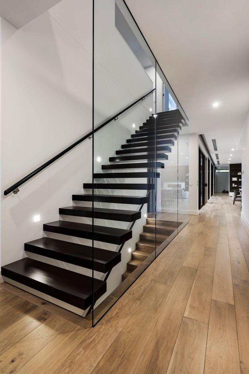 nowoczesne schody metalowo drewniane